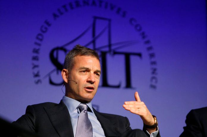 © Reuters. FILE PHOTO - Loeb, founder of Third Point LLC, participates in a panel discussion during the Skybridge Alternatives Conference in Las Vegas