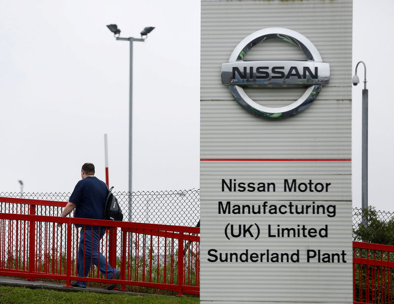 © Reuters. FILE PHOTO: A Nissan logo is seen at a car dealership in Sunderland