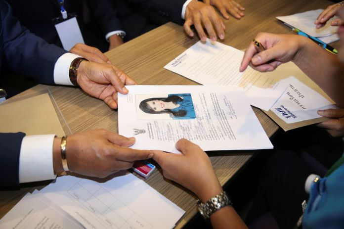 © Reuters. Application form of candidate for Prime Minister, Thailand's Princess Ubolratana Rajakanya Sirivadhana Barnavadi, is seen at the election commission office in Bangkok