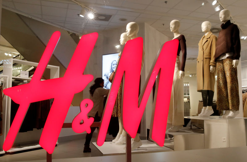 © Reuters. Logo of H&M is seen in a display window of a store in Zurich