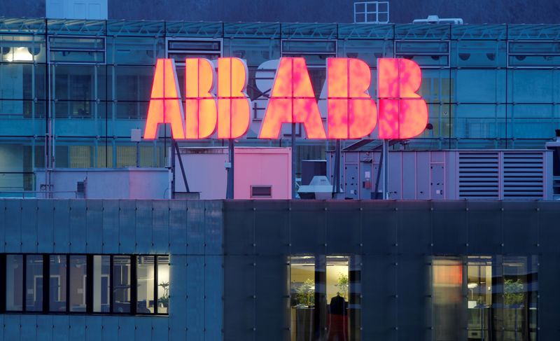 © Reuters. FILE PHOTO: Logo of Swiss power technology and automation group ABB is seen in Baden