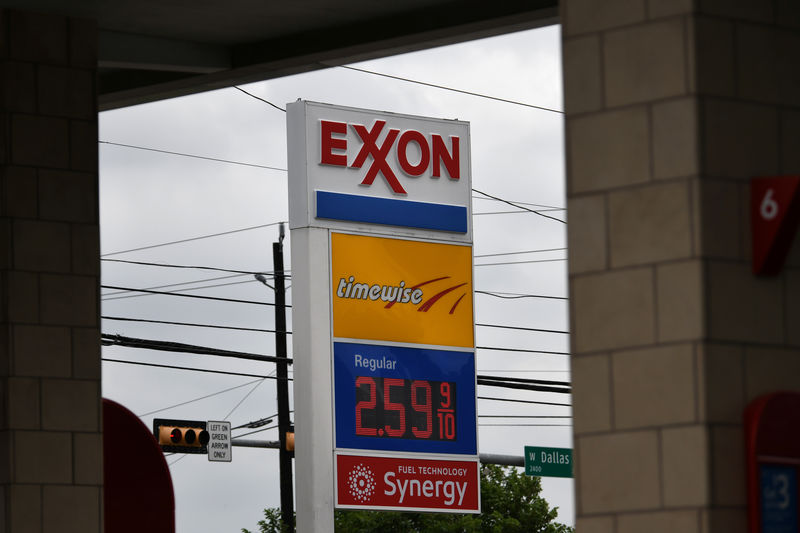 © Reuters. An Exxon gas station is seen in Houston