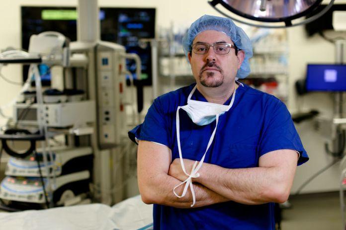 © Reuters. Trauma surgeon Dr. Joseph Sakran poses for a portrait at Johns Hopkins hospital in Baltimore