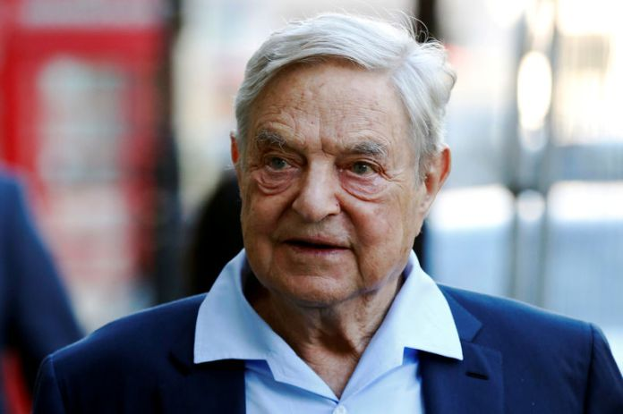 © Reuters. FILE PHOTO: Business magnate George Soros arrives to speak at the Open Russia Club in London
