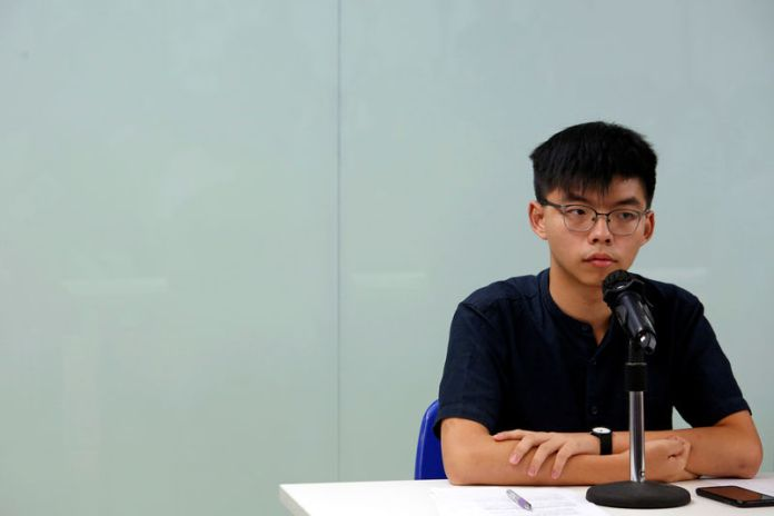 © Reuters. Demosisto founding member Joshua Wong attends a news conference in Hong Kong