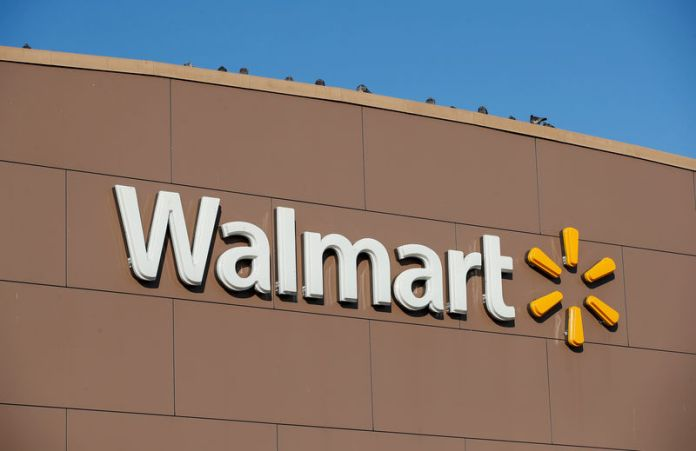 © Reuters. FILE PHOTO: Walmart's logo is seen outside one of the stores in Chicago