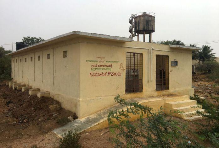 © Reuters. A public toilet built under the