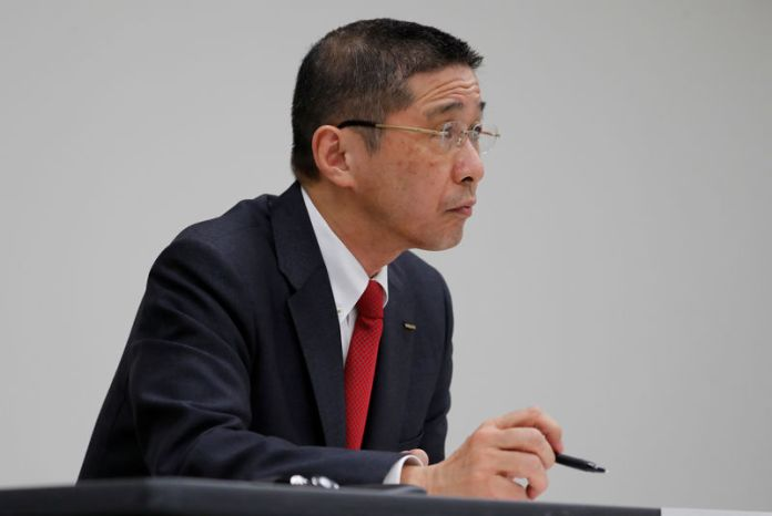 © Reuters. FILE PHOTO: Nissan President and CEO Hiroto Saikawa attends a news conference at its global headquarters building in Yokohama