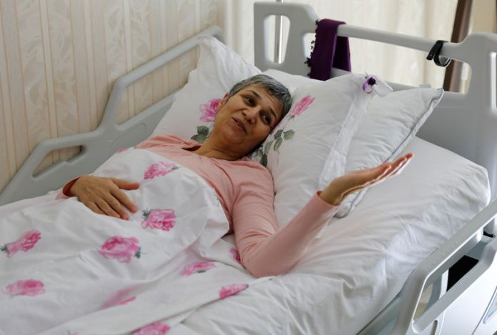 © -. Leyla Guven, pro-Kurdish Peoples' Democratic Party (HDP) lawmaker who has been on a hunger strike for more than four months, gestures as she rests in her bed at her home in Diyarbakir