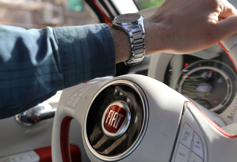 © Reuters. FILE PHOTO: The logo of FIAT carmaker is seen on a steering wheel in Cairo