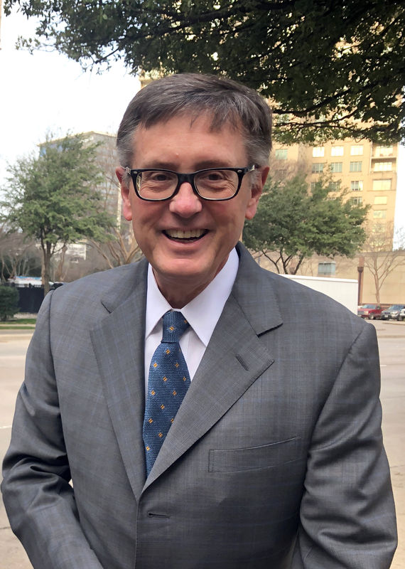 © -. Federal Reserve Vice Chairman Clarida poses before boarding a bus to tour South Dallas as part of a community outreach by U.S. central bankers in Dallas