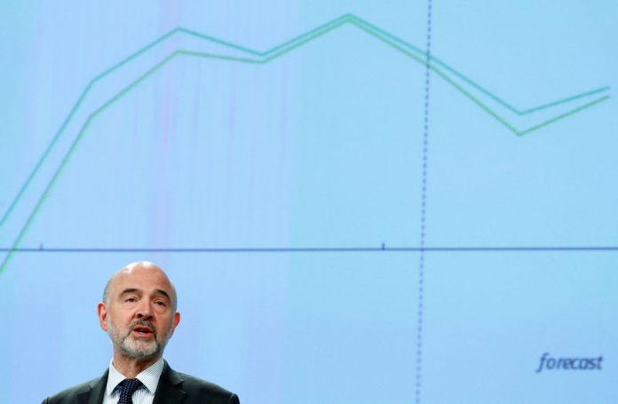 © -. EU Commissioner Moscovici presents the EU executive's economic forecasts in Brussels