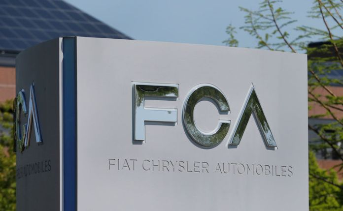 © -. FILE PHOTO: A Fiat Chrysler Automobiles (FCA) sign at its U.S. headquarters in Auburn Hills, Michigan