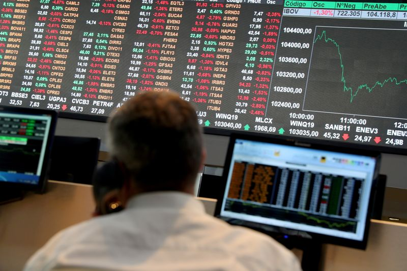 Ibovespa retreats 1% without relief in domestic problems