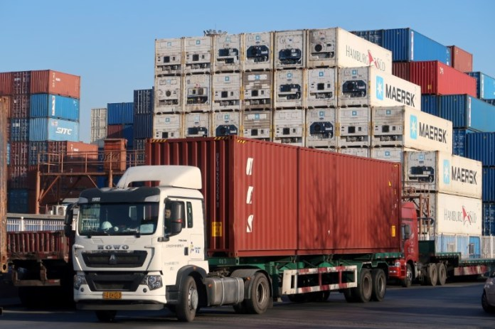 China Sept export growth unexpectedly picks up, imports slow