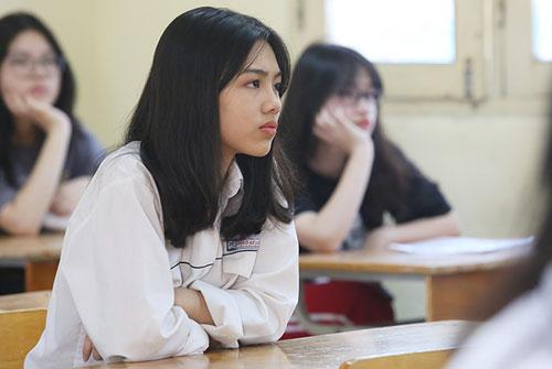 Thí sinh tên Ngân (THCS Ngô Sĩ Liên) dự thi vào lớp 10 tại THPT Việt Đức. Ảnh: Ngọc Thành.