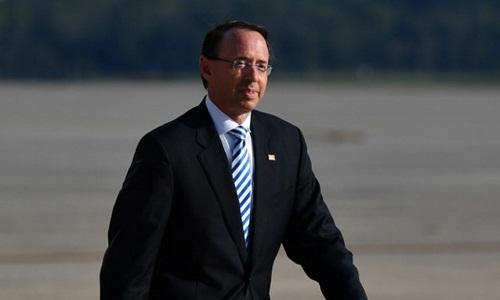 Thứ trưởng Rosenstein rời chuyên cơ Không lực Một hôm 8/10. Ảnh: AFP.
