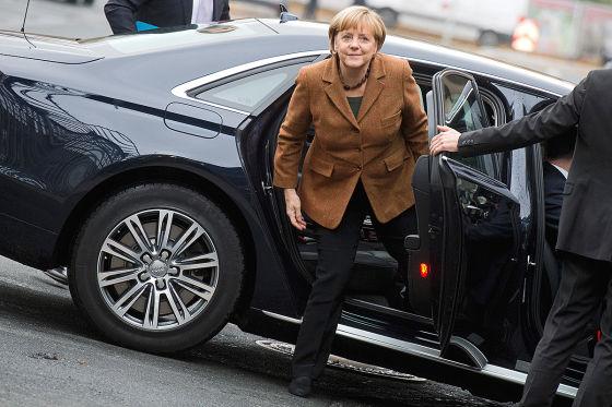 Merkel Unfall Suche Nach Dem Polizei Maulwurf Autobild De