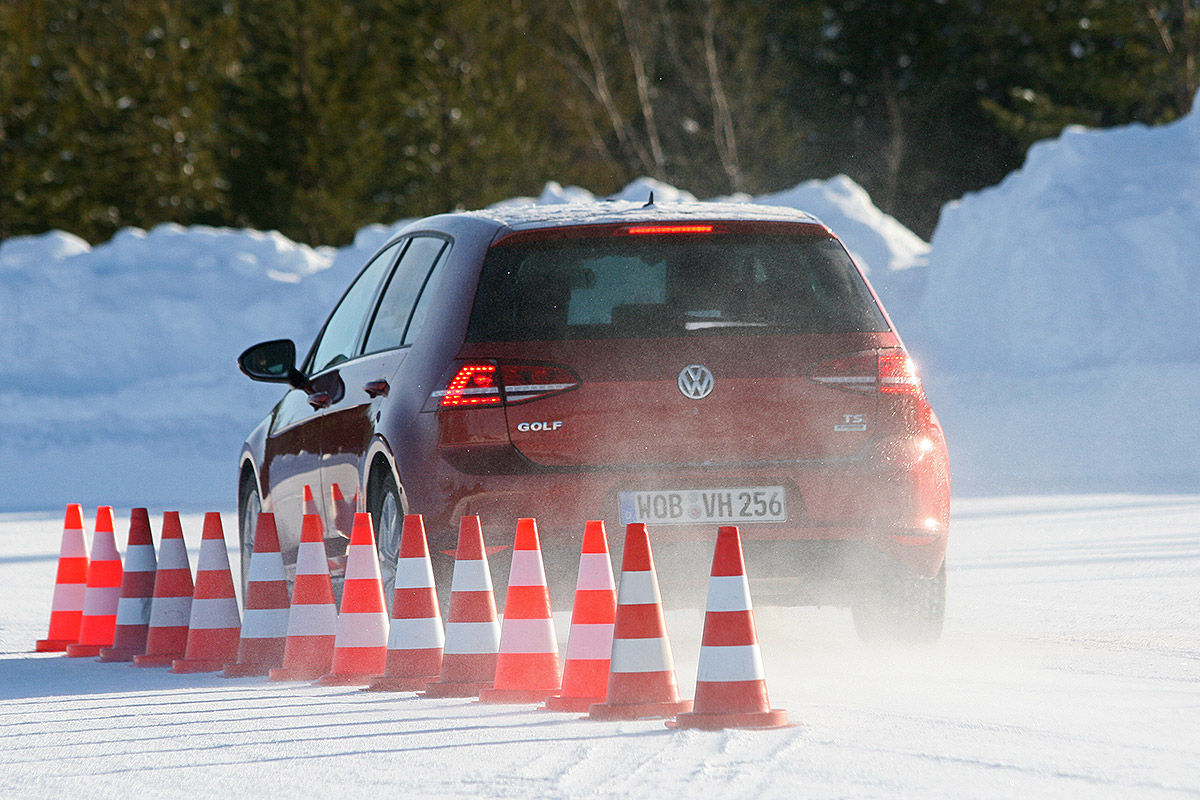 Winter Bettdecken Test 2016 Winterreifen Test 2016 205 55 R 16 Bilder Autobild De