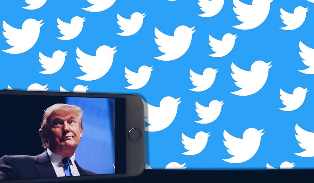 """Permalink to Trump se reúne con Twitter después de afirmar que la red social """"no le trata bien"""" y """"juega a juegos políticos"""""""