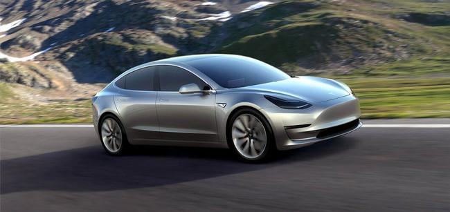 Tesla Model tres En Carretera