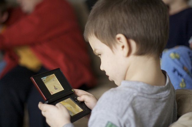 Ninos Jugando Nintendo