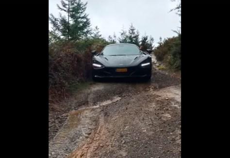 Vídeo: un tipo mete un McLaren 720S por este patatal