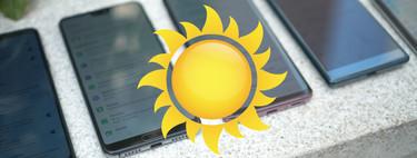 Para esto sirven los nits: comparativa de pantallas de móviles a pleno sol de verano
