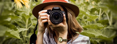How to properly hold the camera for perfectly sharp photos