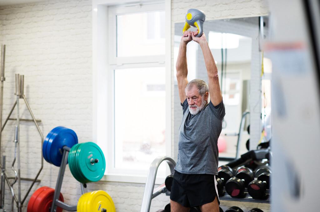 Entrenamiento de fuerza tradicional o entrenamiento de fuerza de alta velocidad: cuál es mejor para evitar la pérdida de fuerza y potencia