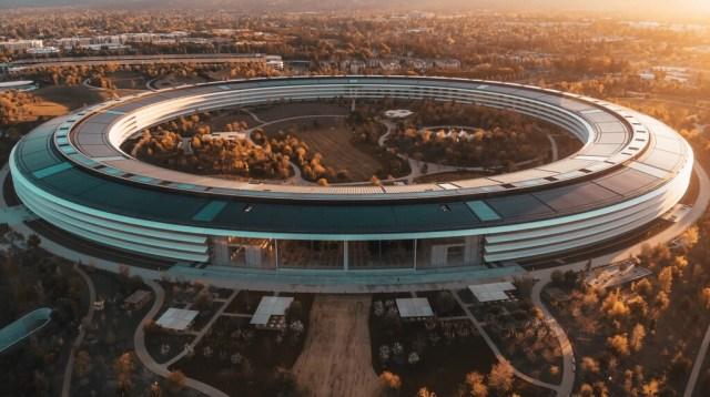 La guerra de Apple por el teletrabajo va a peor: ya hay empleados que dimiten envueltos de ofertas de otras compañías