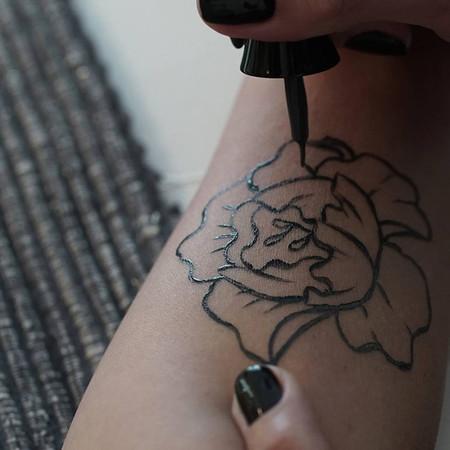 Existe Un Tatuaje Temporal Que En Realidad Es Un Perfume Y Es