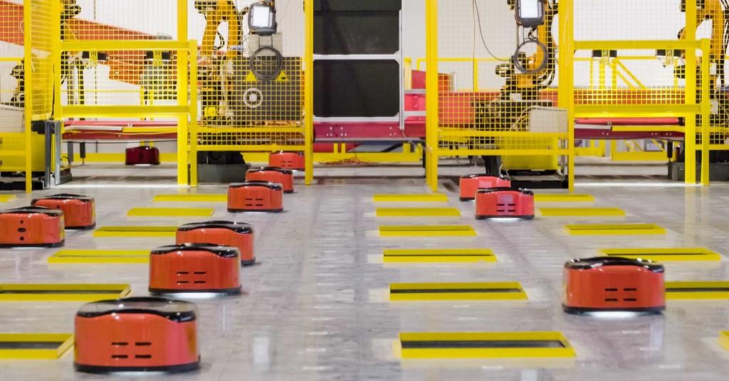 El 1° almacén gestionado íntegramente por robots continua necesitando a los humanos: cinco tecnicos para actividades de mantenimiento