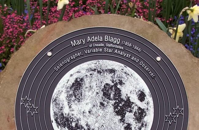 Permalink to La mujer que le puso nombres a la Luna