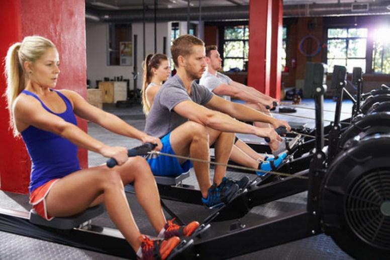 Máquina de remo en el gimnasio: beneficios y razones para usarla