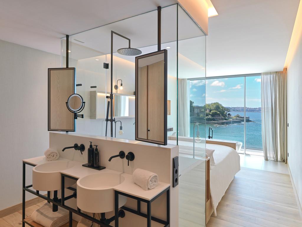 Noa Boutique Hotel: dormir en Galicia con vistas a un castillo en medio del mar