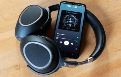 Cómo pasar el audio estéreo a mono en móviles Samsung para escuchar música con un auricular