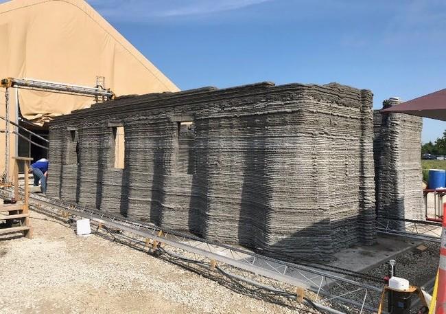 """Permalink to La llamada """"impresora 3D más grande del mundo"""" construyó en 40 horas el primer cuartel de este tipo para el ejército de los EEUU"""