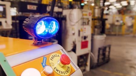 Ford prueba en una de sus fábricas españolas su primer robot autónomo: su tarea será distribuir piezas de repuesto a los empleados