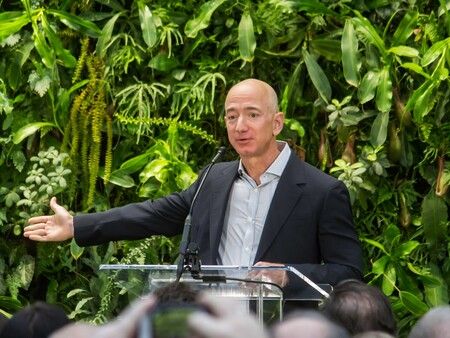 Jeff Bezos At Amazon Spheres Grand Opening In Seattle 2018 39074799225 Cropped2