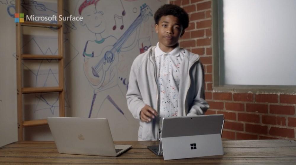 Microsoft compara un modelo antiguo de MacBook Pro en su último anuncio de Surface 7, pasando de largo del iPad