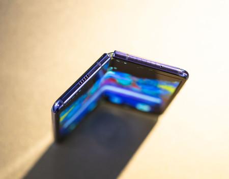 Samsung Galaxy Fold Semiabierto Arriba