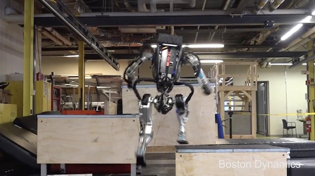 El robot 'Atlas' de Boston Dynamics creando parkour nos demuestra por qué es uno de los mejores robots humanoides a dia de hoy