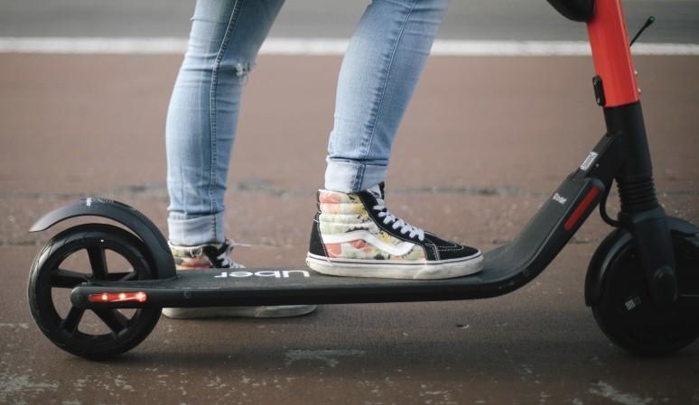 JUMP es el servicio de patinetes eléctricos de Uber, y desembarca hoy con 566 de ellos repartidos por todo Madrid