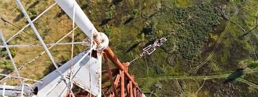 El derrumbe de la Torre de radio de Varsovia: así es como la estructura más alta del mundo se vino abajo por un cambio de cables