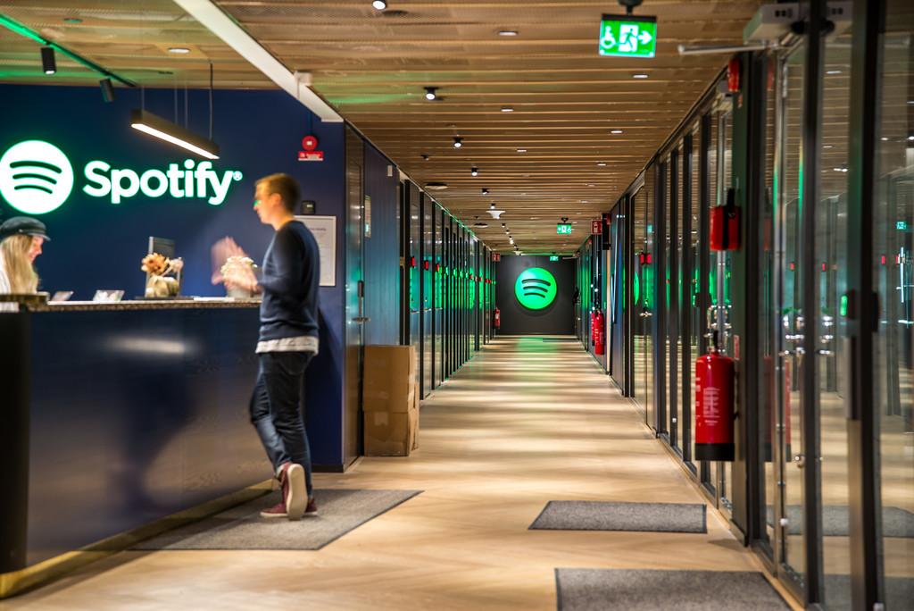 Spotify ya tiene 207 millones de usuarios y casi la mitad paga premium: así luce actualmente la batalla de la música en streaming