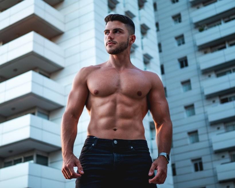Trabaja la musculatura de tu zona media en el gimnasio: seis ejercicios para entrenar tu core al completo