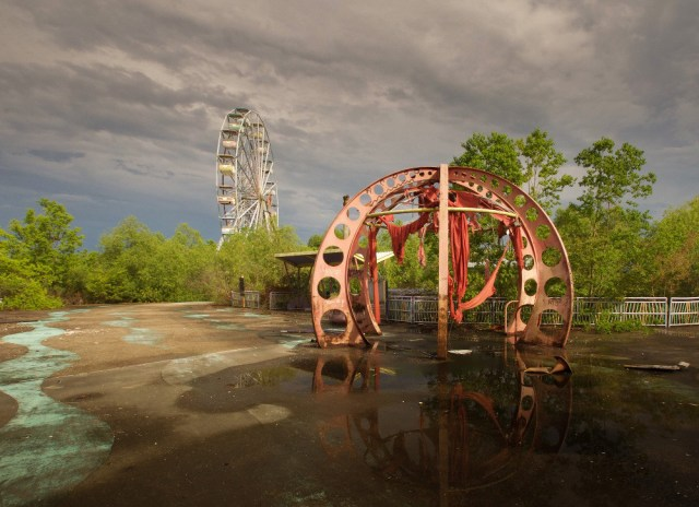 Abandonded Theme Park Seph Lawless 18