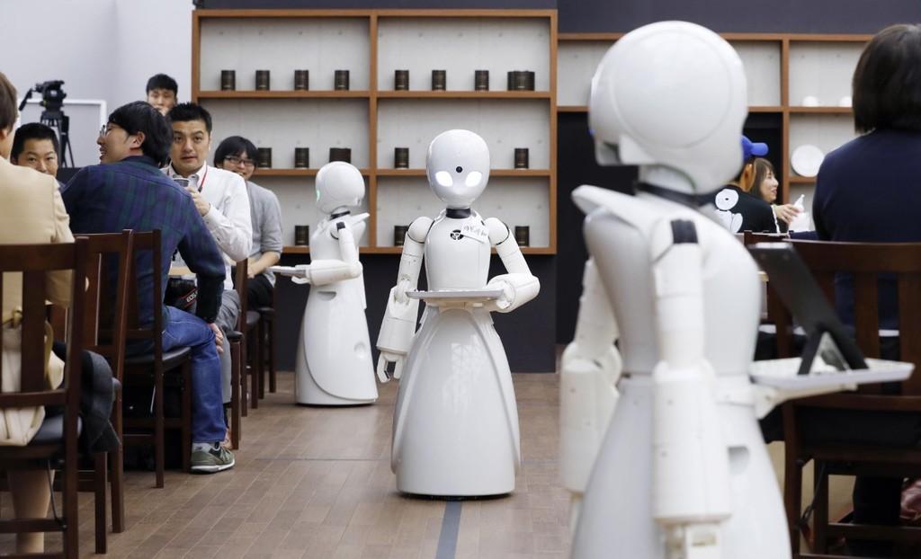En Japón hay una cafetería atendida por robots que no sustituyen a los humanos, ya que son operados por individuos discapacitadas