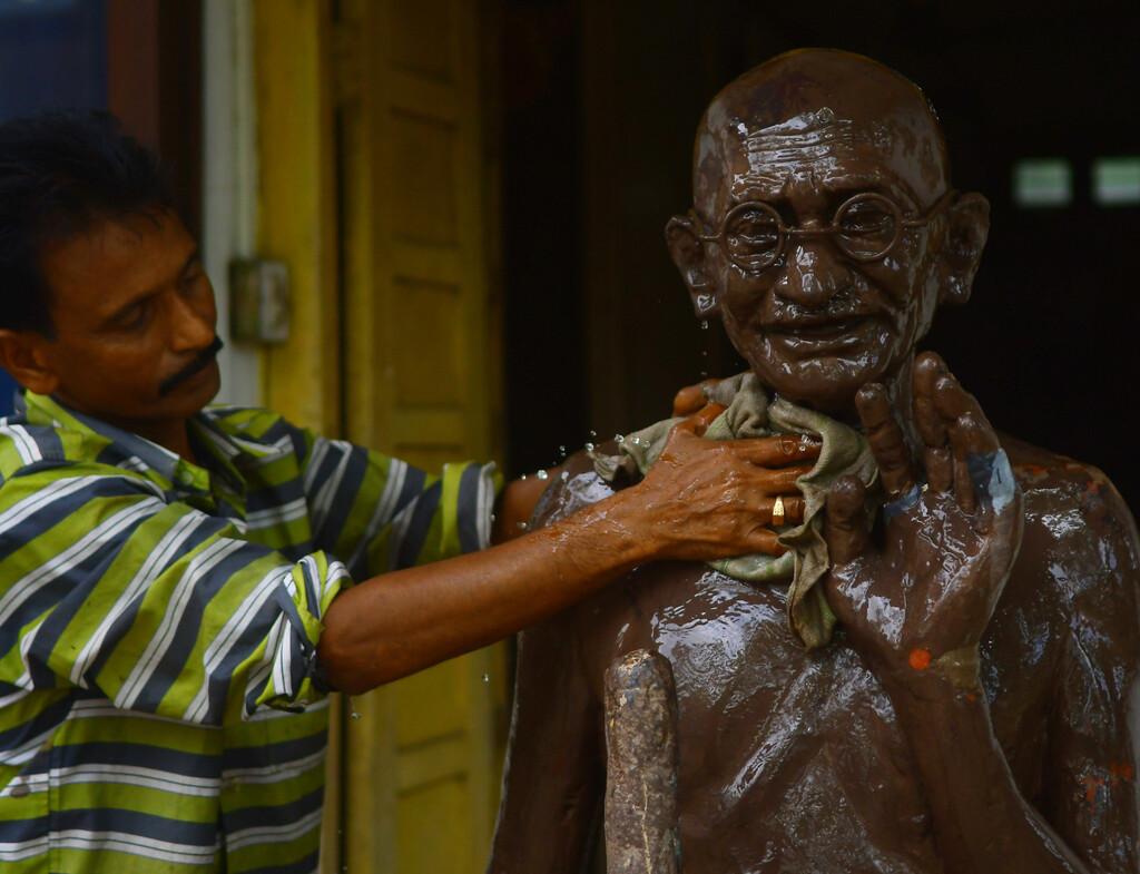 Por qué en la India se están erigiendo cada vez más estatuas y templos en honor al asesino de Gandhi